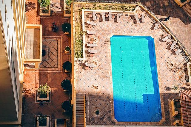 pool-1208191_640