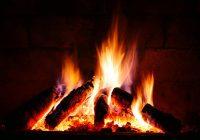 Oheň v krbu